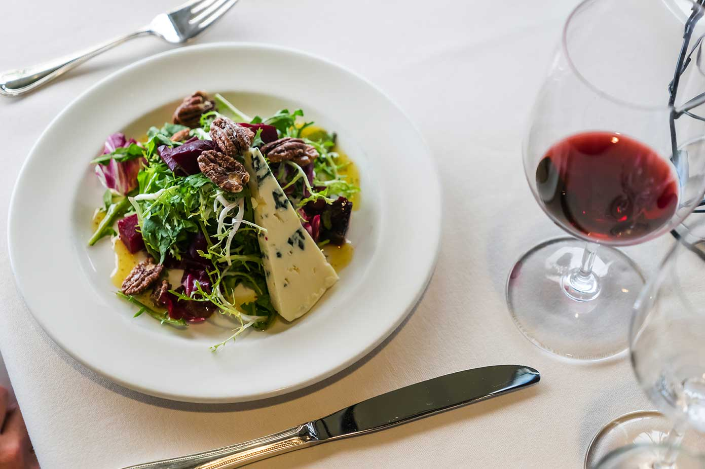 blue cheese salad with wine