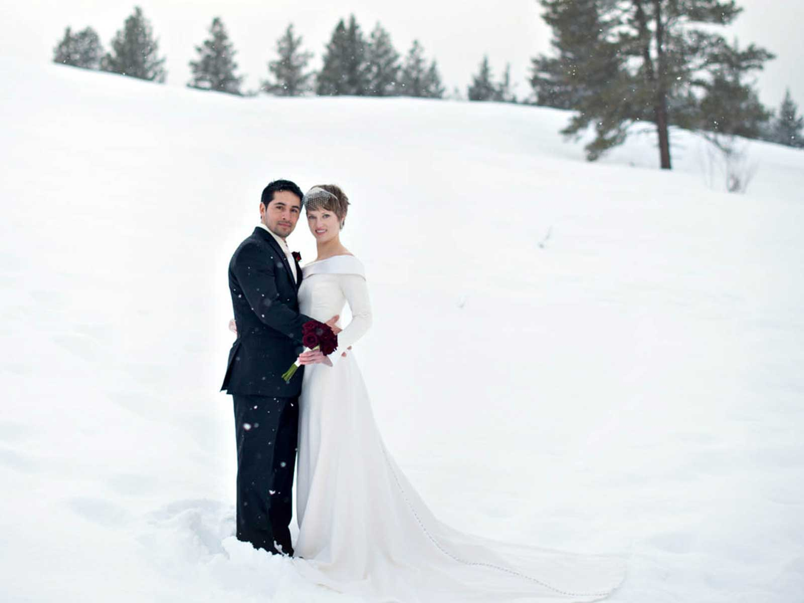 wedding couple in the snow